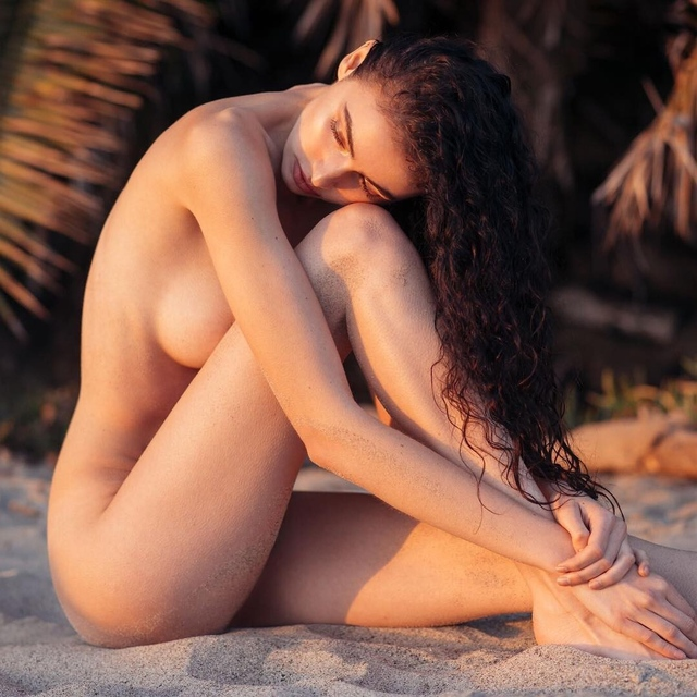 Mann nude sera Sera Mann